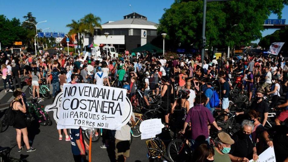 Caravana por venta de predios en Costanera