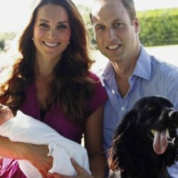 Una de sus fotos más famosas, junto a la pareja y al recién nacido George, en 2013.