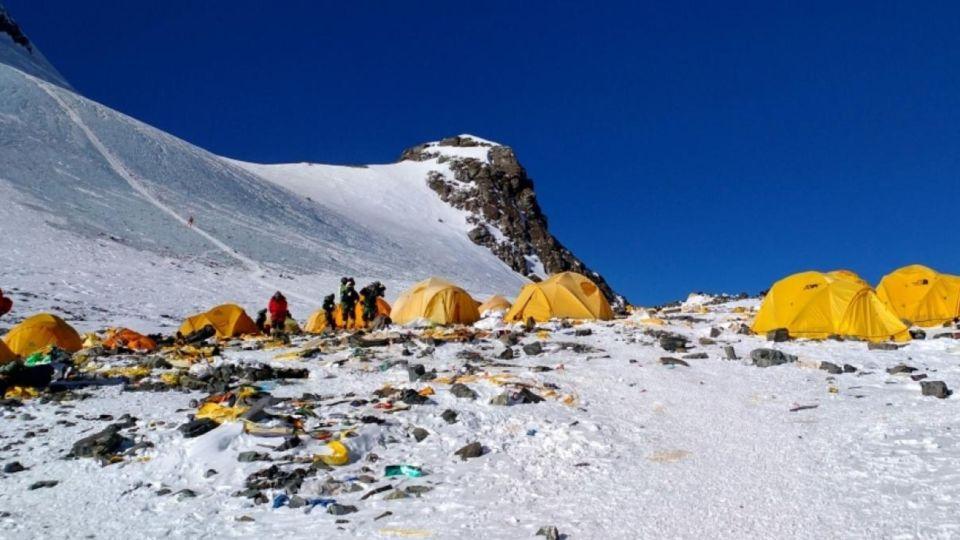Everest contaminado con microplásticos 2