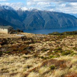 Desde la altura del albergue Luxmore se tiene una vista espectacular sobre el lago Te Anau. Foto: Florian Sanktjohanser/dpa