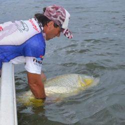 Pesca de dorados y surubíes en Itatí, Corrientes