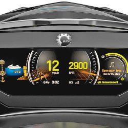 """La pantalla de LCD a todo color de 7,8"""" y alta resolución aporta amplia información del sistema, y además posee Bluetooth para conectarse a celulares."""
