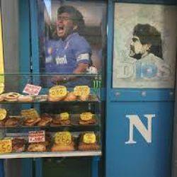 Maradona en los puestos de comida.