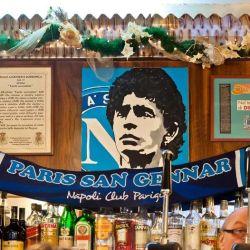 La cara de Maradona se repite en toda la ciudad.
