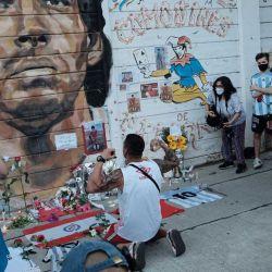 25/11/2020  Muere Diego Armando Maradona, portales de Buenos Aires preparándose para despedirlo. | Foto:Nestor Grassi