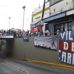 25/11/2020  Muere Diego Armando Maradona, portales de Buenos Aires preparándose para despedirlo. | Foto:Ernesto Pages