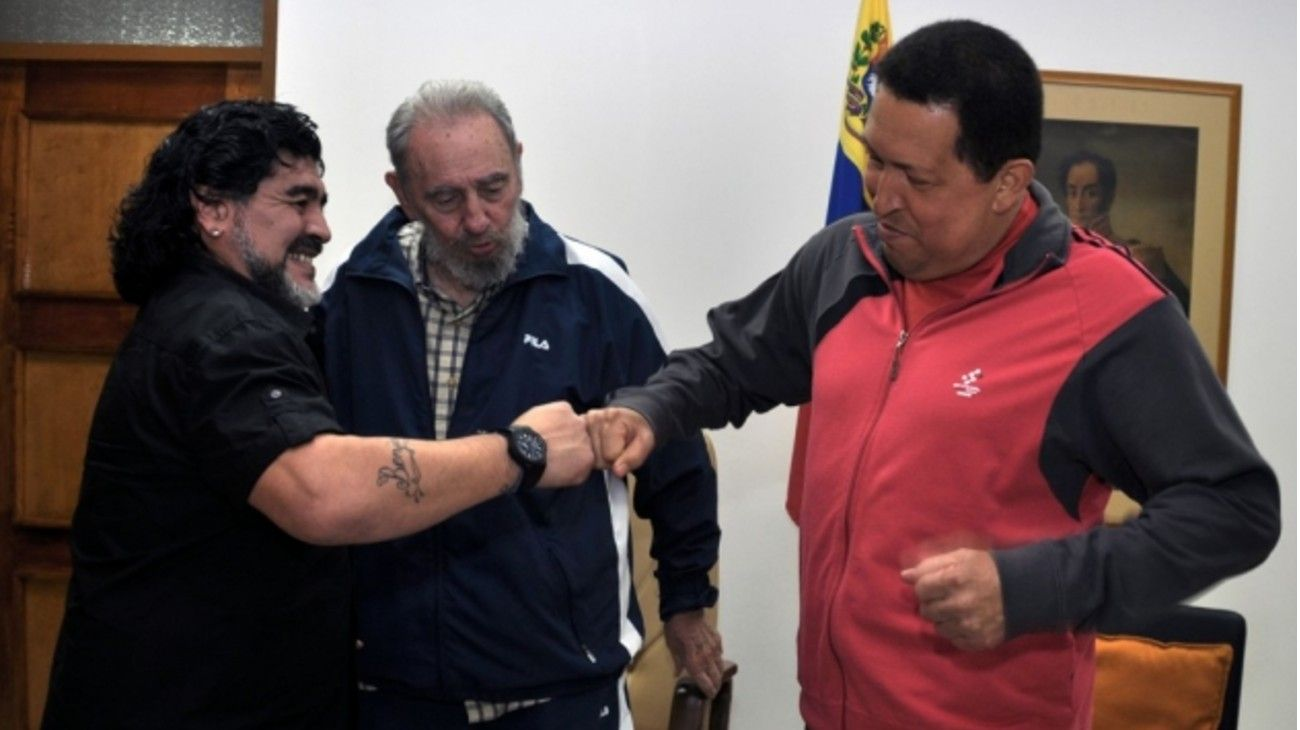 Fidel Castro presentó a Maradona y Hugo Chávez, en 2005 en ocasión de la Cumbre contra el ALCA.