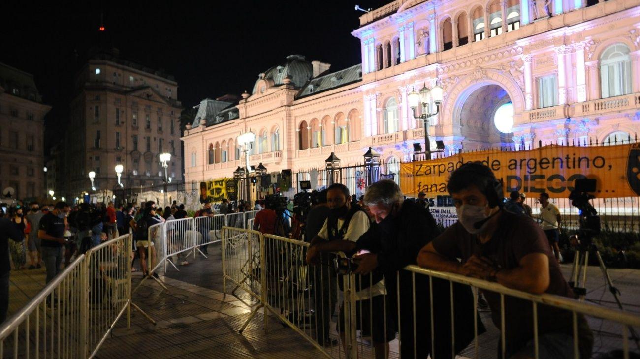 Miles de ciudadanos dieron el último adiós a la leyenda del fútbol argentino