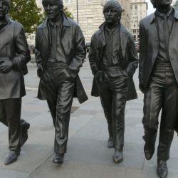 En el centro de Liverpool se levanta una estatua con las cuatro figuras de sus más grandes hijos pródigos.