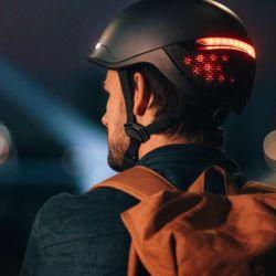 Faro emplea un diseño elegante con líneas sencillas y luces de seguridad en las partes trasera y delantera para mejorar la visibilidad de los ciclistas.