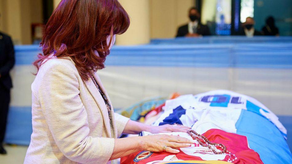 Cristina Kirchner en el velatorio de Maradona.
