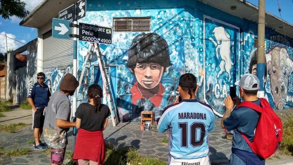 mural con el rostro de Diego Maradona 20201126
