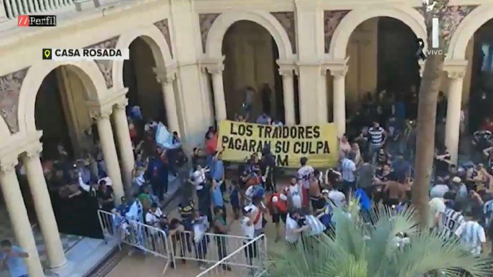 Disturbios en el velorio de Maradona