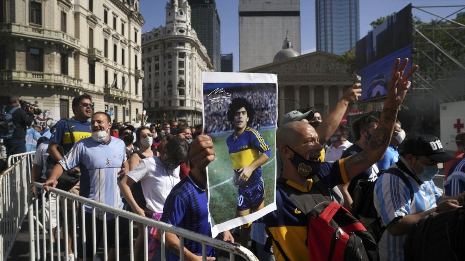 Masses Mourn Maradona In Argentina, Upending Covid Restrictions