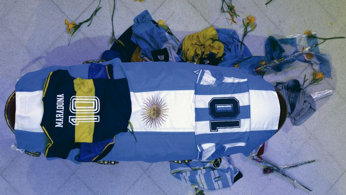 The last farewell to the remains of Diego Maradona.