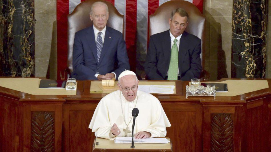 Capitolio 2015. El presidente del  Senado aplaude a Francisco.