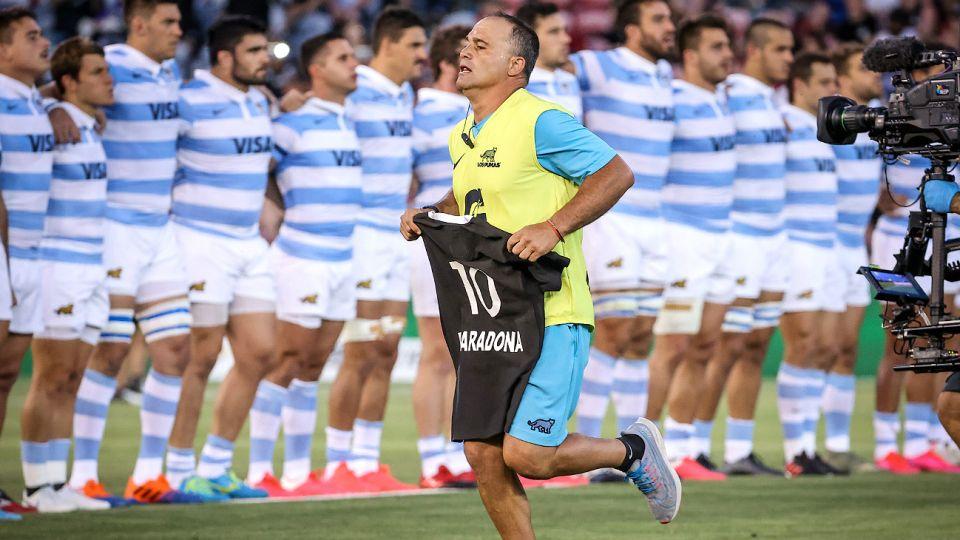Los All Blacks homenajeron a Maradona con una camiseta negra y luego aplastaron a Los Pumas por el Tres Naciones.