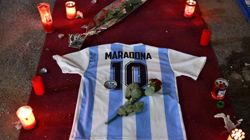 Homenaje a Diego Maradona en Nápoles 20201130