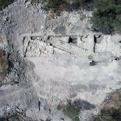 Según Dark, la vivienda se encuentra bajo el Convento de las Hermanas de Nazaret que dataría del siglo I y habría sido construida por José.