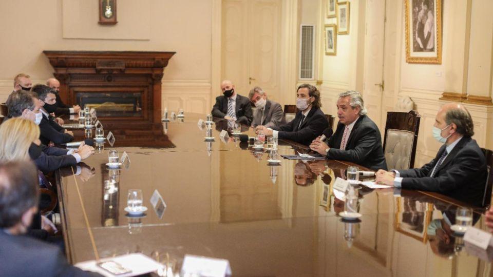 Alberto Fernández recibió a directivos de la banca pública y privada.
