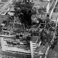 Entre el25 y el 26 de abril de 1986 tuvo lugar el peor accidente nuclear de la historia cuando un reactor de una central nuclear explotó y ardió en Chernóbil.
