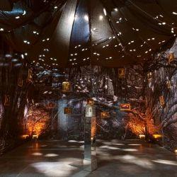 """Una vista de la instalación """"boscosa"""" de Mondongo."""