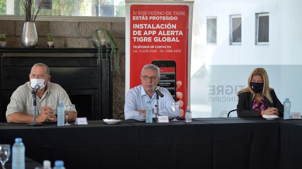 En el Centro de Operaciones Tigre (COT), el intendente Julio Zamora se reunió con el ministro de Seguridad de la Provincia de Buenos Aires, Sergio Berni y comisarias y comisarios del distrito.