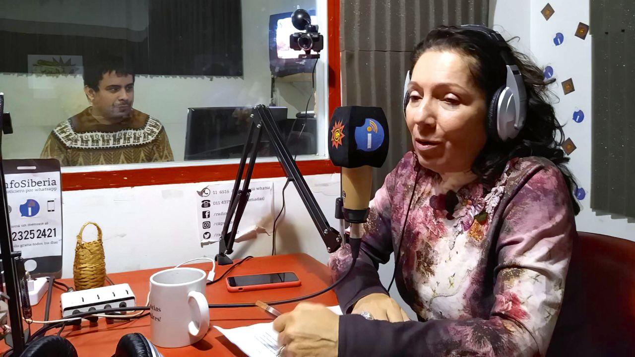 Cristina Caamaño en su programa de radio. | Foto:Cedoc.