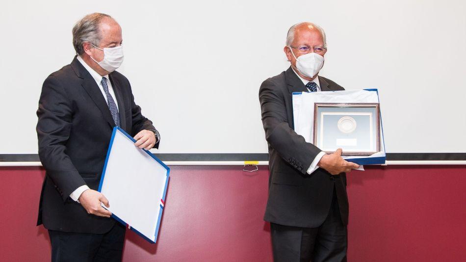 Doctor Abel Albino premio Chile 1