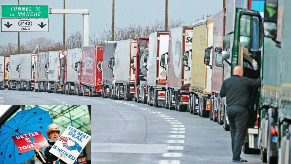 Temores. Camiones con importaciones desde Europa esperan cruzar el túnel hacia Inglaterra. No se sabe qué pasará en 2021.