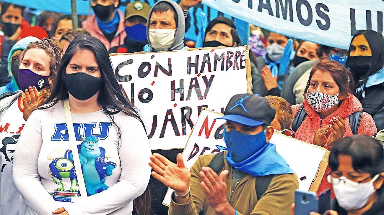 Reclamos. El centro porteño, escenario habitual de marchas sociales a las que se mira con prejuicio.