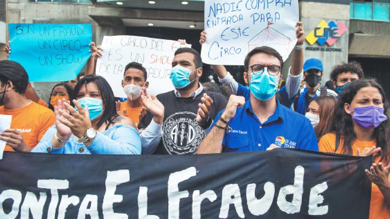Protestas. Ante al Poder Electoral, controlado por el gobierno. Guaidó espera siete millones de votos en la consulta.