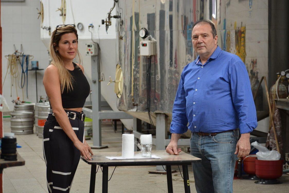 FAMILIA. Eliana y Víctor Cassaro, gerentes de la firma, se preparan para una producción a gran escala de hielo seco cuando lleguen las vacunas.