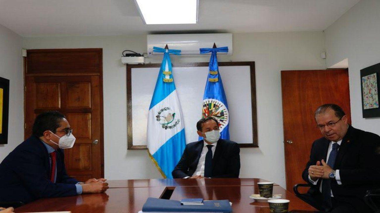 El ex secretario de Asuntos Estratégicos Fulvio Pompeo encabezó una misión exploratoria de la OEA en la crisis guatemalteca.
