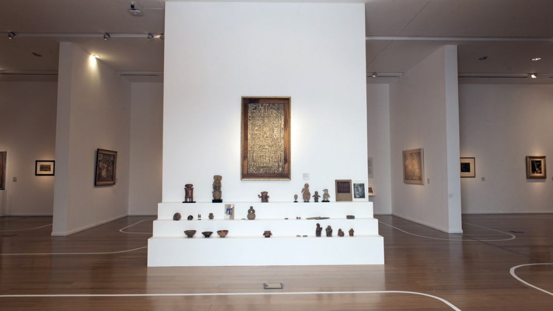 Entrance of the new permanent exhibit at MALBA; composition by Joaquin Garcia-Torres, surrounded by archeological figurines.