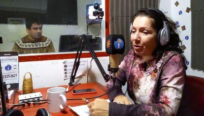 Cristina Caamaño en su programa de radio