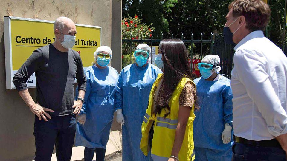 Actividad. Mientras los gobernadores iban a la Rosada, Larreta visitó un centro de test a turistas.