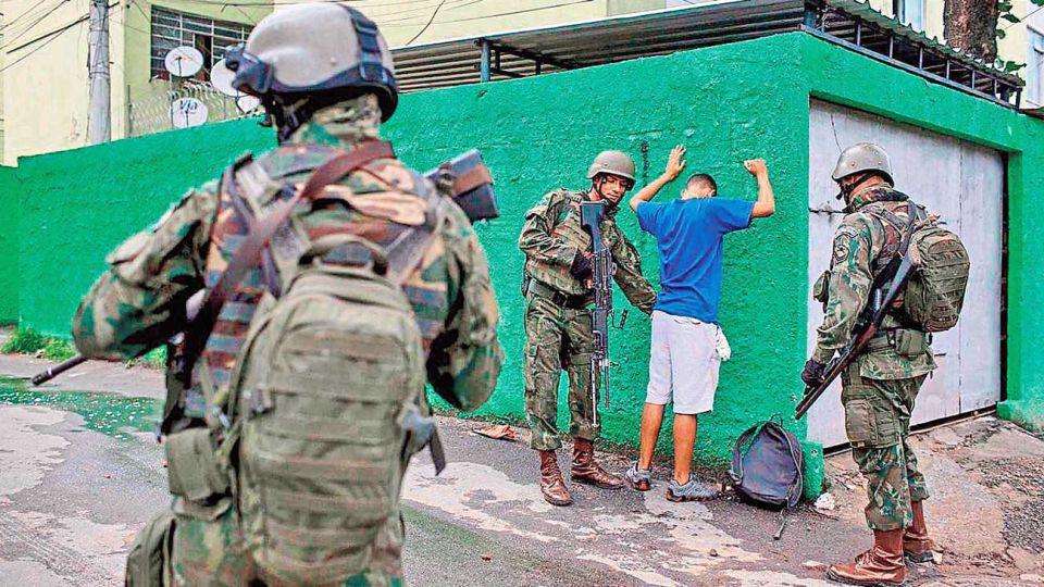 Cacheo. Lo que aparece como una constante con más fuerza en todos los países latinoamericanos es la utilización de la pandemia como excusa para ejercer un control social aun mayor.