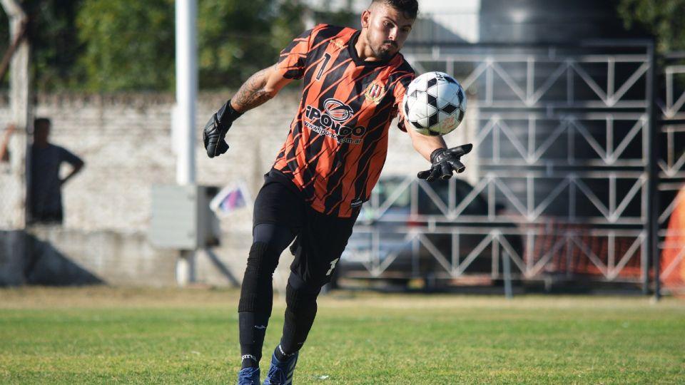 """Recalculando. Nicolás Fernández analiza si seguirá jugando. """"El futbol amateur te sirve para vivir pero no para prosperar"""", asegura."""