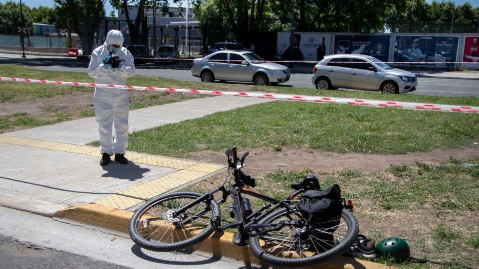 Un quiropráctico de nacionalidad armenia fue asesinadoeste martes 8 de diciembre de unbalazo en el cuellopor un joven de15 añosque le quisorobar la bicicletaen el barrio porteño deRetiro-