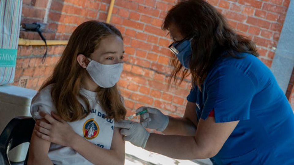 Más de 1500 alumnos recibieron las vacunas del calendario nacional en las distintas postas sanitarias.