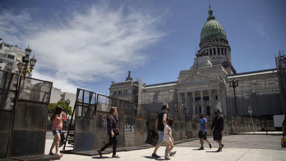 El vallado se dispuso para dividir la Plaza Congreso a la mitad.