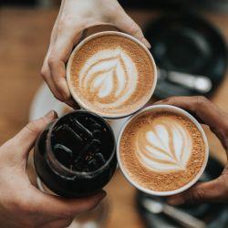 El café y el trabajo.