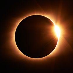 El lunes a las 13 será su punto cúlmine, cuando la Luna tape por completo al Sol.