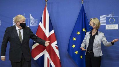 El británico Boris Johnson y la presidenta de la Comisión Europea, Von der Leyden, lejos de un acuerdo.