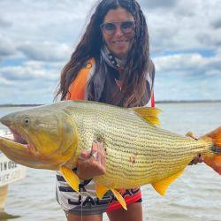 Excelente pesca de dorados y surubíes en el Paraná correntino.