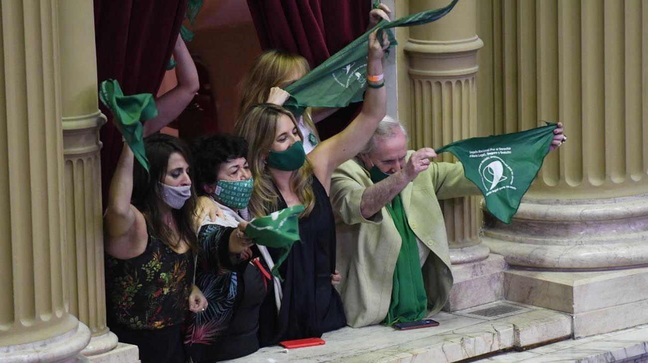 Diputados le dio media sanción a la legalización del aborto y ahora se define en el Senado