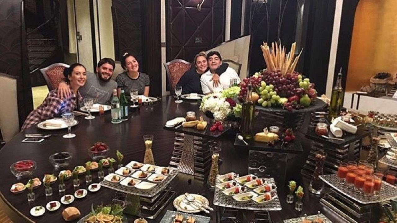 Diego junto a Rocío y algunos de sus hijos en Dubai | Foto:Gtza Prensa Maradona