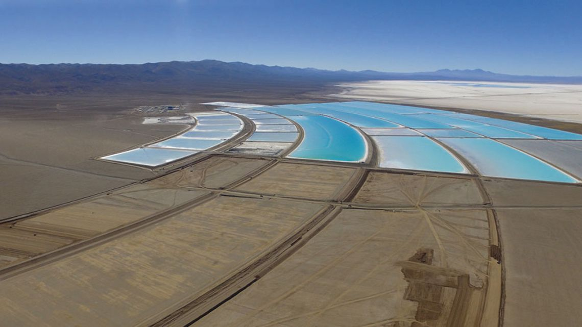 An aerial shot of the Salar del Hombre Muerto lithium facility in Catamarca Province.