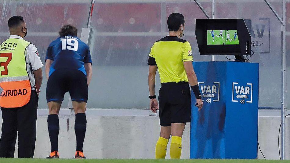 20201212_var_arbitro_futbol_afp_g